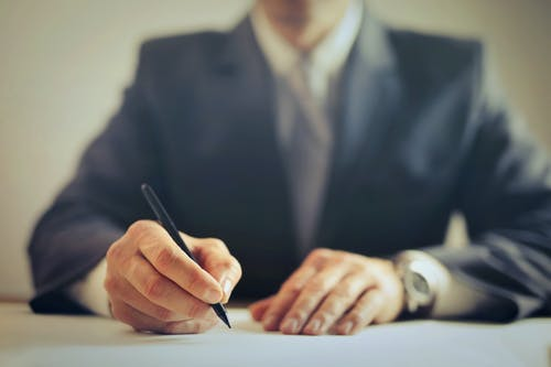 WHAT IS DEAL MANAGEMENT AND HOW TO DEAL WITH IT